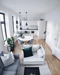 kleines Wohnzimmer mit Essplatz in weiß, schwarz und Holz | interior ...