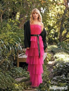 Taylor Swift: Photos From the Woman of the Decade Cover Shoot Billboard's Woman of the Decade Taylor Swift covers the 2019 Women In Music issue Estilo Taylor Swift, Taylor Swift Outfits, Long Live Taylor Swift, Taylor Swift Hot, Taylor Swift Style, Red Taylor, Taylor Swift Pictures, Taylor Swift Fashion, Swift 3