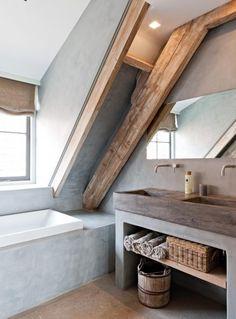 Une salle de bain brute : bois massif et béton #concrete