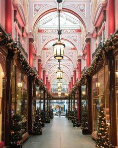 Christmas at the Royal Arcade 😍🎄 / 📸 \