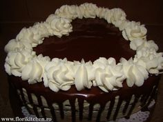 Tort oreo cu zmeura – Flori's Kitchen Cake, Desserts, Pie Cake, Tailgate Desserts, Pastel, Postres, Cakes, Deserts, Dessert