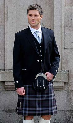 According to Wikipedia, the history of the kilt stretches back to at least the end of the century. The word kilt comes from the Scots word kilt meaning to tuck up the clothes around the body. There are two types of kites: The great kilt (more. Usher Attire, Scottish Man, Scottish Dress, Scottish Clothing, Scottish Kilts, Men In Kilts, Kilt Men, Irish Wedding, Formal Wedding