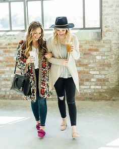 It's a double dose of mules today! 👯these mules are both the most comfortable mules out there right now.  Go check out the post for more pics @walkinginmemphisinhighheels 💖💖💖📸@maryk