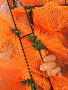 Deco Mesh Carrot How To - The Wreath Shop Carrot Wreath Tutorial - How to make a Deco Mesh Carrot Shaped Wreath Christmas Mesh Wreaths, Easter Wreaths, Deco Mesh Wreaths, Mesh Wreath Tutorial, Diy Wreath, Wreath Making, Wreath Ideas, Burlap Wreath, Mesh Ribbon