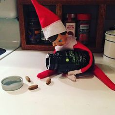 ❄⛄Poor Elve's is stressed out... But at least he found the Confianza! #merrychristmas #mypersonalitworksadventure