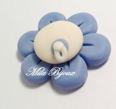 fiorellino bianco e blu personalizzabile, by Mila Bijoux, 0,90 € su misshobby.com