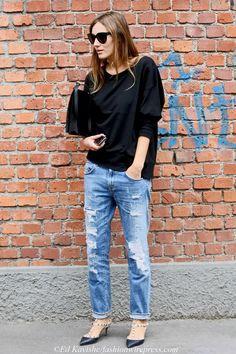 Um bom jeans nunca é demais, aposte em modelos com destroyed que são o hit da estação! Foto: Whatever Eurotrash / Reprodução