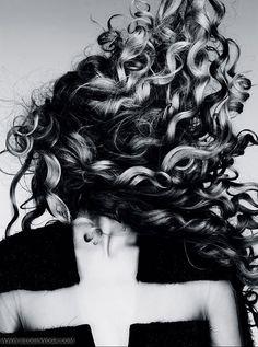 VOGUE ALEMANHA / Editorial Janeiro 2012 - Magdalena Frackowiak por Ben Hasset.
