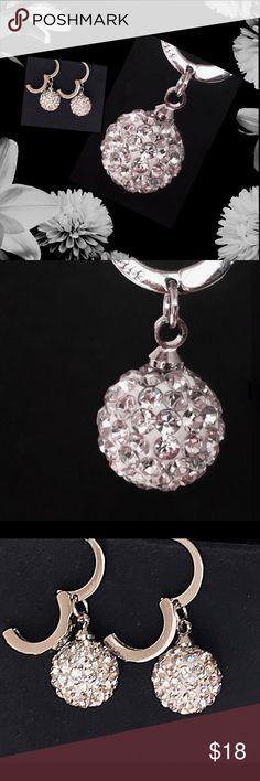 AAA+ ELEGANT CUBIC ZIRCONIA EARRINGS ELEGANT BALL SHAPE DROP EARRINGS           AAA+ CUBIC ZIRCONIA                                  LEVERBACK CLOSURE                                   SILVER PLATED                                                NWOT Jewelry Earrings
