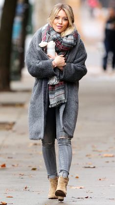 Hilary Duff wearing Laurence Dacade Pete Leather Ankle Booties, Isabel Marant Jump Striped Wool and Cashmere-Blend Scarf and Drome Reversible Boyfriend Coat Hilary Duff Style, Fall Winter Outfits, Autumn Winter Fashion, Celebrity Outfits, Celebrity Style, Boyfriend Coat, Mode Mantel, Winter Stil, Winter Mode
