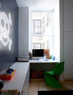 leuke jongenskamer. OMG - love this boys' bedroom with exposed brick and skeleton wall.