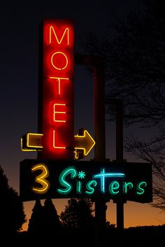 "Retro neon sign on a motel near the famous ""Three Sisters"" rock formation in Katoomba in the Blue Mountains (NSW), Australia"