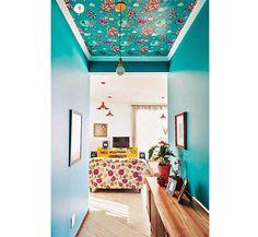 A rede social Pinterest selecionou 9 ambientes com tetos coloridos que bombaram no começo desse ano. Inspire-se