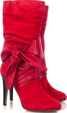 Botas vermelhas, by Halston Red Fashion, Look Fashion, Fashion Boots, Bow Boots, Sexy Boots, Stylish Boots, Hot Shoes, Shoes Heels, Christian Louboutin