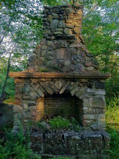 . Rustic Outdoor Fireplaces, Outdoor Fireplace Patio, Outside Fireplace, Rock Fireplaces, Outdoor Rooms, Outdoor Living, Porches, Outdoor Oven, Fire Pit Designs