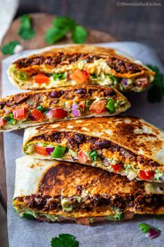 Vegetarian Crunchwrap Supreme - a hexagon shaped grilled wrap filled with all the Mexican flavors. Vegetarian Mexican Recipes, Vegetarian Wraps, Healthy Recipes, Crunch Wrap Supreme Recipe, Homemade Crunchwrap Supreme, Crunchwrap Recipe, Veggie Wraps, Wrap Recipes, Veggies