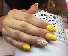 Manutenção em acrílico #nailart #manicure #acrylicnails #nailstylist #nailpro #beauty #amarelo #roses #unhas #rose #flowers #unhasdasemana #unhasdecoradas #unhaslindas #unhasdegel #nailstagram #unhasperfeitas #nail #handmade