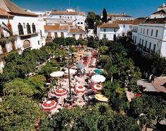 Plaza de los Naranjos En el casco histórico de Marbella, una de las plazas con más encanto de la ciudad, rodeada de callejuelas antiguas que muestran el pasado de la ciudad.