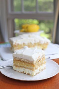 Limoncello and ricotta cake. A twist on the classic tiramisu. Similar to a tiramisu but made with limoncello instead of coffee. A boozy chilly cake. Perfect for the summer months. Lemon Desserts, Lemon Recipes, No Bake Desserts, Just Desserts, Sweet Recipes, Delicious Desserts, Cake Recipes, Dessert Recipes, Cupcakes
