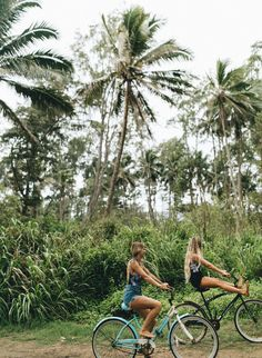 The ultimate motivation to get out and bike? An unpaved path surrounded by luscious greenery… cheeehoo! Island Life, Big Island, Hawaii Pictures, Hawaii Pics, Hawaii Travel Guide, Moving To Hawaii, Summer Dream, Summer Beach, Most Beautiful Beaches