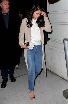 Selena Gomez Usa Sobretudo E Jeans