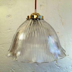 Très grande lampe suspension luminaire abat jour ancien en verre prismatique moulé type holophane... http://www.lanouvelleraffinerie.com/1242-tres-grande-lampe-suspension-luminaire-abat-jour-ancien-en-verre-prismatique-moule-type-holophane.html