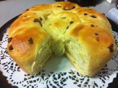 Ingrédients    100 g de sucre   90 g de lait   2 œufs   2cc rases de levure de boulanger   350 g de farine   1 pincée de sel   60 g...