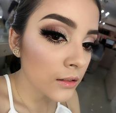 Trending Smokey Eye Makeup Ideas 2018 2019 39 - vattirecom trending makeup looks 2019 - Makeup Trends 2019 Makeup Trends, Makeup Inspo, Makeup Inspiration, Makeup Ideas, Makeup Hacks, Makeup For Brown Eyes, Smokey Eye Makeup, Skin Makeup, Neutral Smokey Eye