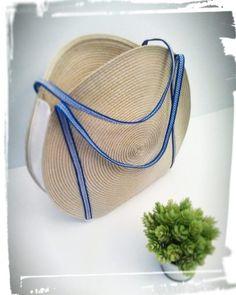 Comment faire un panier rond pour l'été Coin Couture, Couture Sewing, Diy Sac, Handmade Purses, Basket Bag, Fabric Bags, Shopper, Knitted Bags, Gift Bags