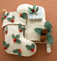 not only are these pincones awesome but the website has a free stocking pattern PDF as well as tons of different stocking ideas!