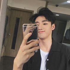Korean Men, Korean Actors, Asian Men Fashion, Korean Couple, Ulzzang Boy, Best Face Products, Asian Boys, Beautiful Boys, Cute Guys