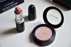 Mac makeup! Lipstick: Glaze in shade Hue, eyeshadow: Metal-X in shade Fusion Gold