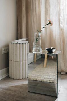 DIY Spiegel Beistelltisch Diy Holz, Wood, Table, Furniture, Home Decor, Decoration Home, Woodwind Instrument, Room Decor, Timber Wood