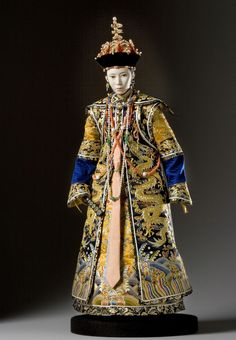 Empress Dowager Tzu-An, was the second Empress consort of the Xianfeng Emperor of the Manchu Qing Dynasty in China. She is known for being co-de facto ruler of China with Empress Dowager Cixi for 20 years Historical Costume, Historical Clothing, Doll Museum, Chinese Emperor, Chinese Dolls, Art Sculpture, Asian Doll, Asian History, Chinese Clothing