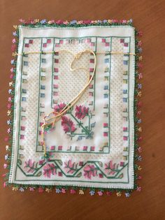 Hesap İşi Kese Embroidery Stitches, Hand Embroidery, Patchwork Quilting, Quilts, Palestinian Embroidery, Lavender Bags, Art N Craft, Bargello, Needlework