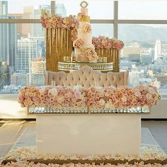 An absolutely #AMAZING and luxurious sweetheart table with scenic view of #LA!! Photo via @hautecoutureevents. @tictockflorals @eddiezaratsian @rosebudscakes @untamedevents @rentalavenue @kriskan @ericfilms @ladybugz_inc @baccarat_legendary @ambereventpro