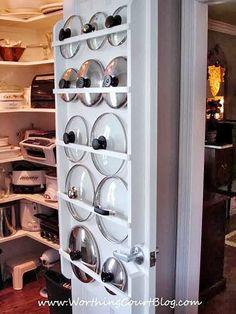 9 Geniale Möglichkeiten, um Topfdeckel endlich zu organisieren If you're handy, try building a flat rack into a pantry or closet door. The slim design that lids require won't add much bulk. - Own Kitchen Pantry Diy Kitchen, Kitchen Decor, Smart Kitchen, Kitchen Cabinets, Kitchen Ideas, Organized Kitchen, Kitchen Planning, Storage Cabinets, Kitchen Small