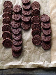 Chocolate Charmers dunkle Schokoladenkekse von Cynthia Barcomi :) - http://www.brigitte.de/rezepte/chocolate-charmers-10553616.html