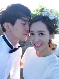 Lee Da Hae and Lee Dong Wook Take Selca's To Wrap Up 'Hotel King' | Koogle TV