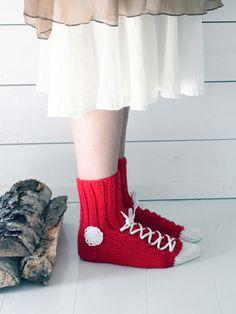 Novita wool socks,Sneaker socks made with Novita 7 Brothers yarn - Super knitting Knitted Slippers, Wool Socks, Knitting Socks, Knitting Videos, Satin Stitch, Crochet Accessories, Crochet Yarn, Knitting Patterns, Converse