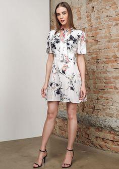 a43d42690 8 incríveis imagens de camisete | Chic clothing, Dress pants e Woman ...