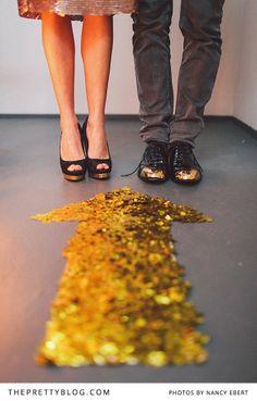 Gold glitter arrow | Party decoration | Photographer: Nancy Ebert, Decoration, Flowers & Stationery: OhSoPretty
