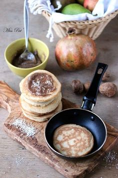 """Avec les pancakes à la farine de noix de coco Tirée du livre : """"Les recettes du régime IG"""" Editions Thierry Souccar & [...]"""