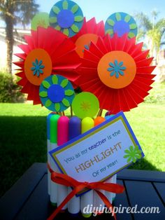 Are your kids restless?  Why not make this Back to School Teacher Gift.  Such a bright and colorful bouquet that you and your child can make for the new teacher.