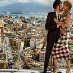 #GiGiHadid incanta Napoli con il suo #zaynmalik: l'amore è nell'aria (e la moda pure)