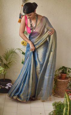Wanderlust Fashion : Simple But Stunning Saree Idea :- Wanderlust Fashi. Silk Saree Blouse Designs, Saree Blouse Patterns, Fancy Blouse Designs, Saris, Sarees For Girls, Stylish Sarees, Stylish Dresses, Simple Sarees, Saree Trends