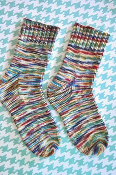 Little Bit Funky: how to knit socks {a beginning beginners guide to getting star. Little Bit Funky: how to knit socks {a beginning beginners guide to getting started}. Knitted Socks Free Pattern, Knitting Socks, Knitting Patterns Free, Knit Patterns, Free Knitting, Baby Knitting, Sewing Patterns, Finger Knitting, Beanie Pattern