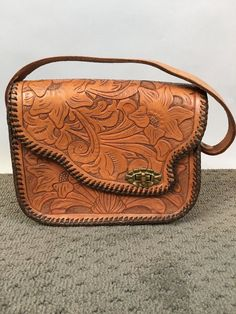 Vintage Tooled leather purse in excellent condition Inches, great detail, wrapped seams. Tooled Leather Purse, Leather Purses, Leather Handbags, Leather Tooling, Popular Purses, Wholesale Purses, Fall Handbags, Cheap Purses, Luxury Purses
