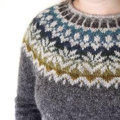 Knitting Patterns Wear afmaeli sweater (free pattern on ravelry) in lett lopi icelandic wool. Fair Isle Knitting Patterns, Sweater Knitting Patterns, Knitting Yarn, Knit Patterns, Free Knitting, Free Crochet, Knit Crochet, Summer Knitting, Icelandic Sweaters