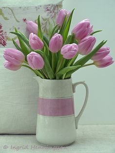 Floral Favourites - # 4 - Tulips (Of Spring and Summer) Pink Tulips, Tulips Flowers, Daffodils, Spring Flowers, Pretty In Pink, Planting Flowers, Beautiful Flowers, Floral Quotes, Floral Arrangements
